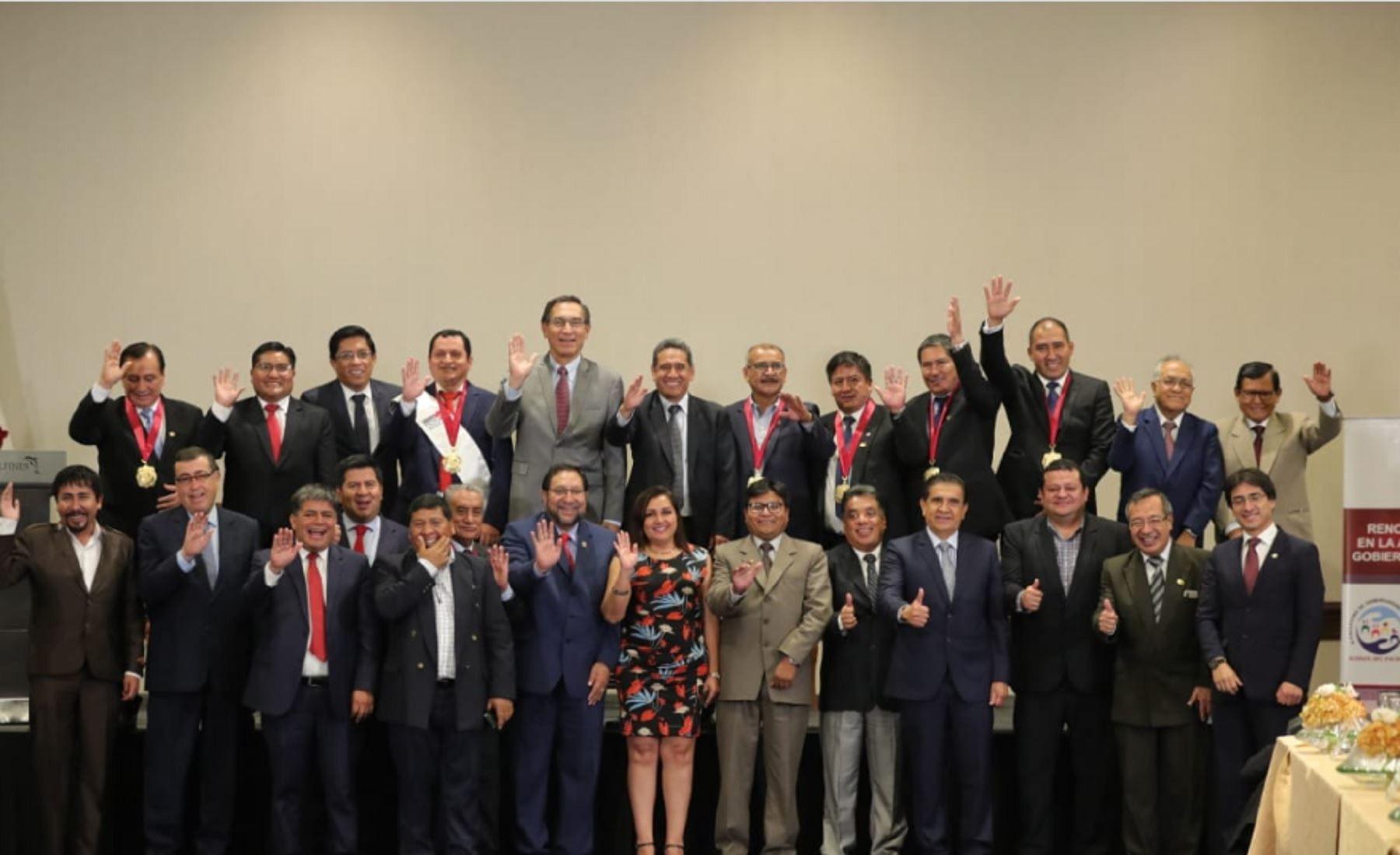 Presidente Vizcarra participó en la juramentación de nueva directiva de asamblea de regiones