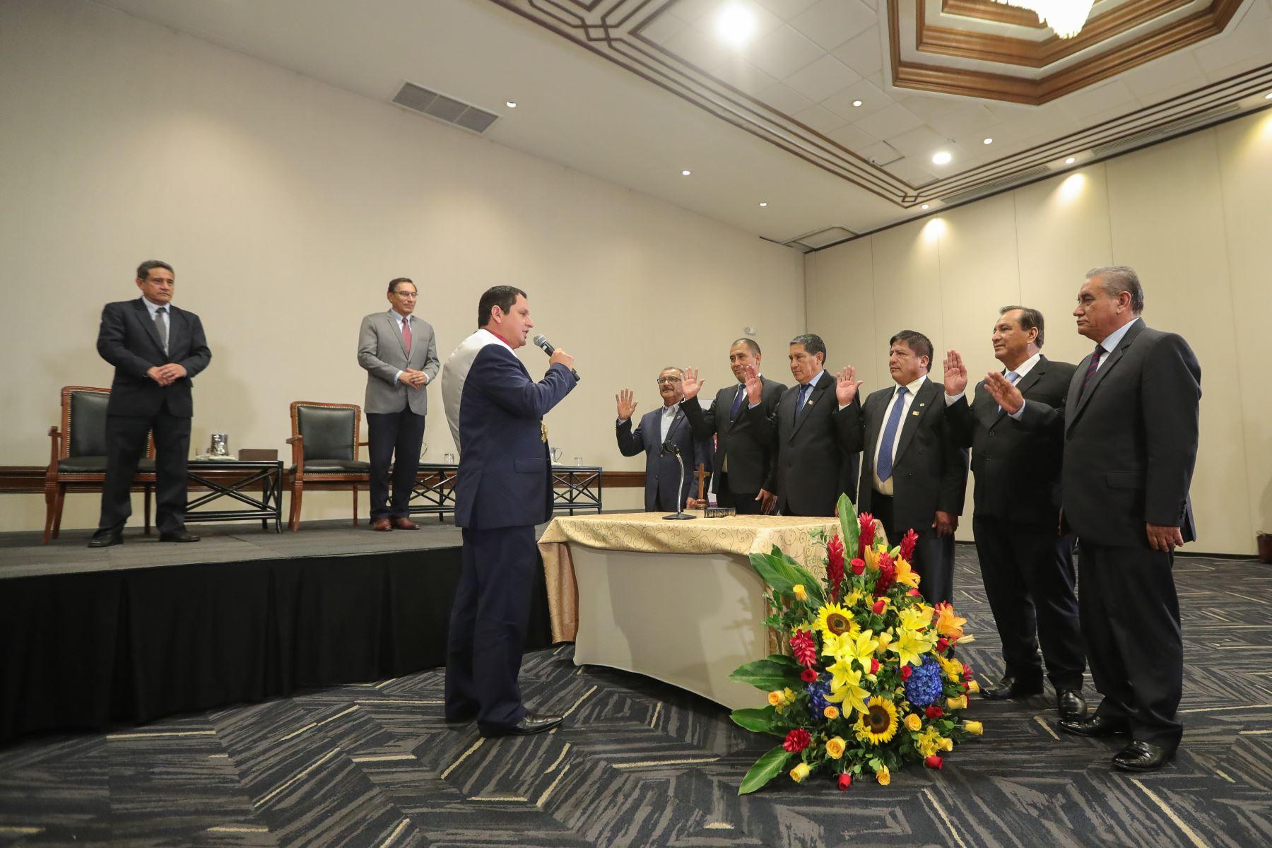El mandatario Martín Vizcarra, participa en la juramentación del Presidente y del nuevo Consejo Directivo de la Asamblea Nacional de Gobiernos Regionales- ANGR 2020. Foto: ANDINA/Prensa Presidencia