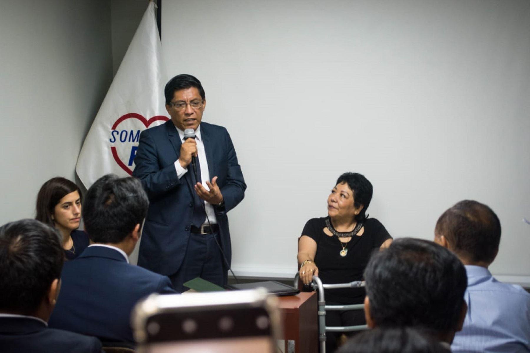 Titular de la PCM, Vicente Zeballos, durante reunión con virtuales congresistas de Somos Perú. Foto: Difusión.