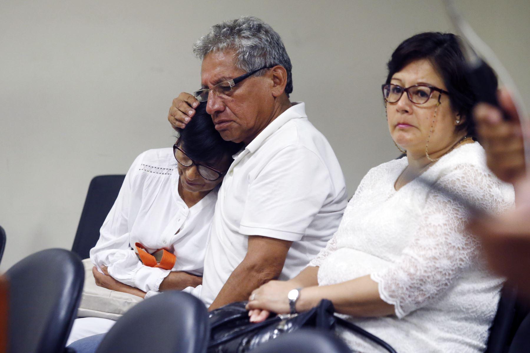 Padres de  Solsiret, Carlos Rodriguez y Rosario Aybar durante la audiencia de pedido de prisión preventiva a los acusados por su asesinato. Foto: ANDINA/Eddy Ramos