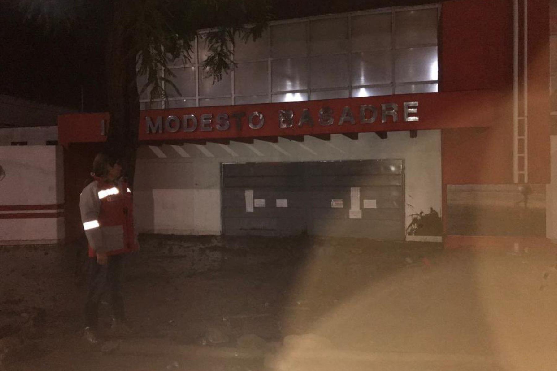 Ante las intensas lluvias registradas en las últimas horas en la ciudad de Tacna, un equipo de respuesta del Ministerio de Educación (Minedu) viene evaluando los daños y necesidades de las escuelas afectadas y haciendo el monitoreo respectivo a través del Centro de Operaciones de Emergencia del sector Educación.