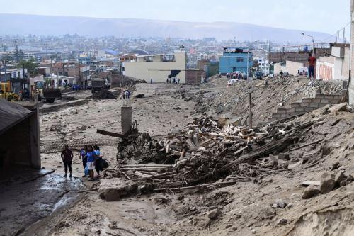 Huaicos causan destrozos en las calles de Tacna