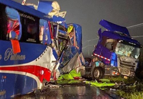 El accidente provocó siete muertos y una treintena de heridos. Foto: Cortesía
