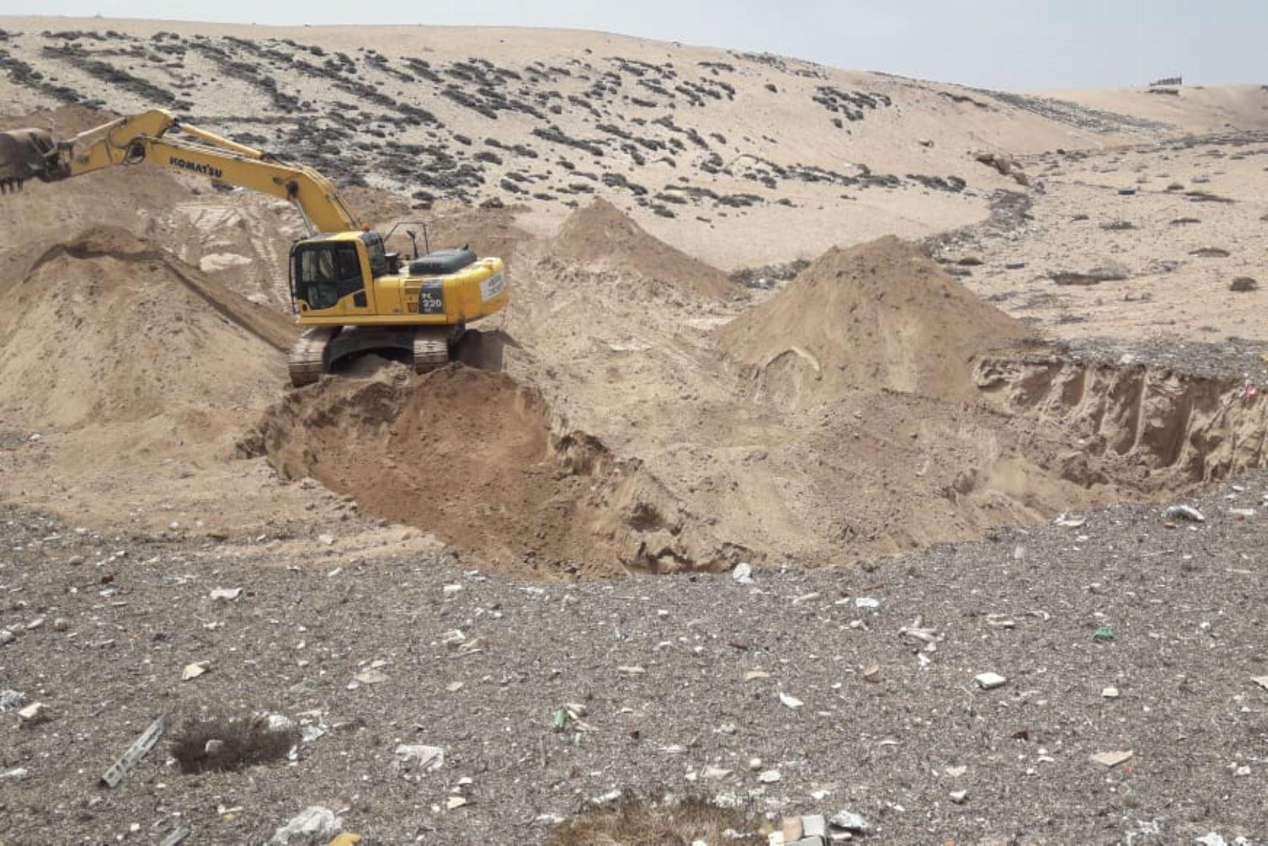 Tras el huaico que afectó a varias localidades de la región Tacna, el Ministerio de Vivienda, Construcción y Saneamiento (MVCS) puso a disposición de las autoridades locales maquinaria pesada para ejecutar la limpieza de lodos y escombros de los distritos de Tacna, Alto del Alianza, Ciudad Nueva y Pocollay.