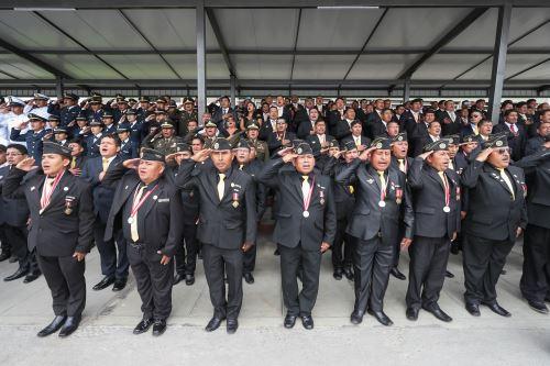Presidente del Consejo de Ministros  y el ministro de Defensa, asisten a la ceremonia por el aniversario 25 de las operaciones del Alto Cenepa