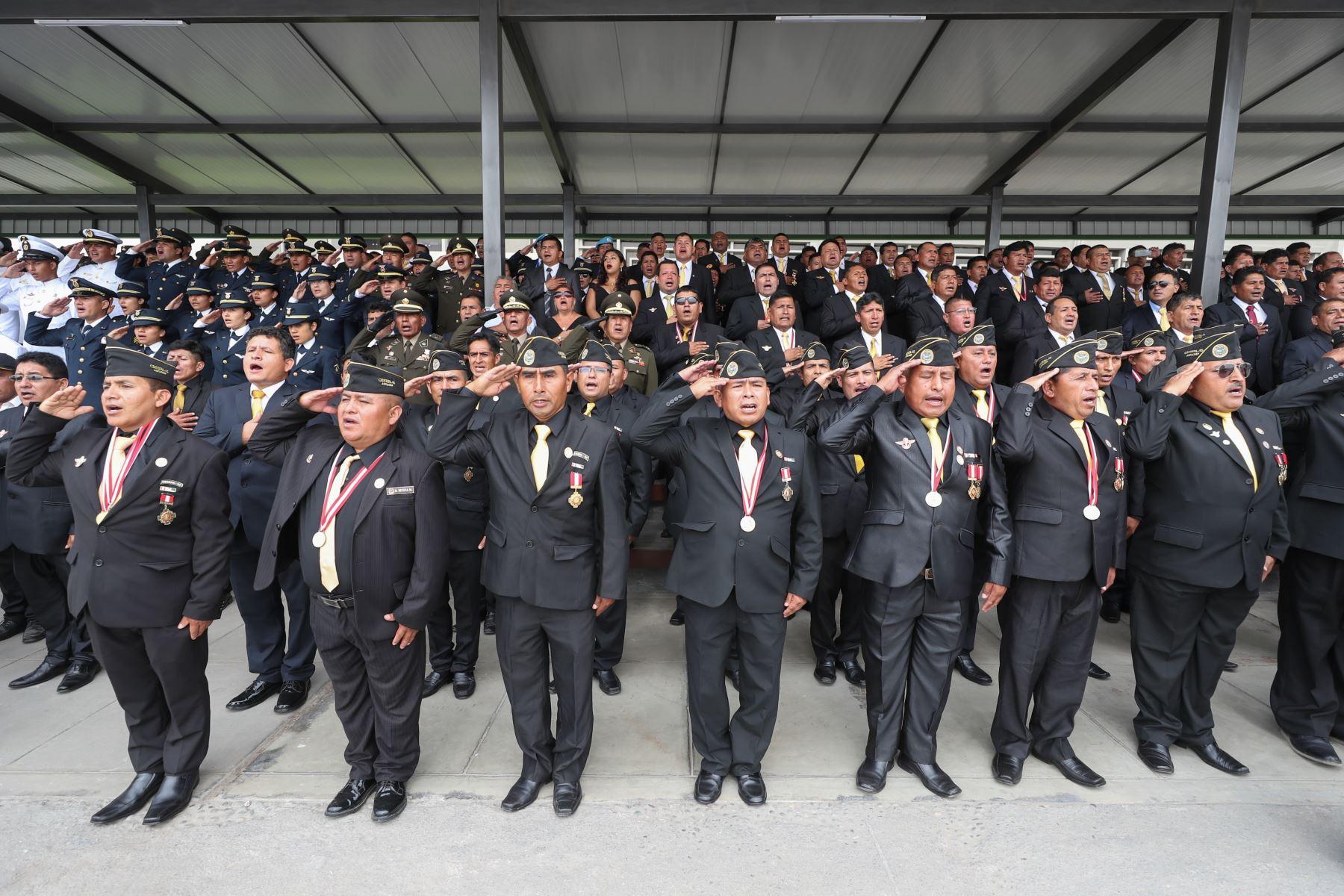 Presidente del Consejo de Ministros, Vicente Zeballos y el ministro de Defensa, Walter Roger Martos Ruiz asistieron a la ceremonia por el aniversario 25 de las operaciones del Alto Cenepa. Foto: Mindef