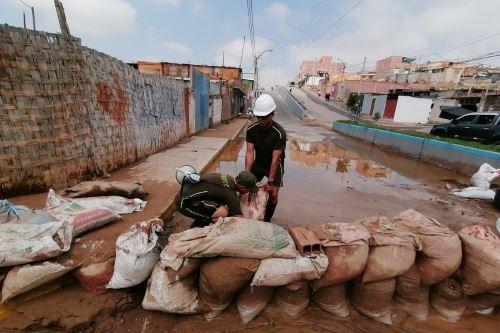 Diversos sectores del Estado brindan ayuda a pobladores afectados por el huaico en Tacna