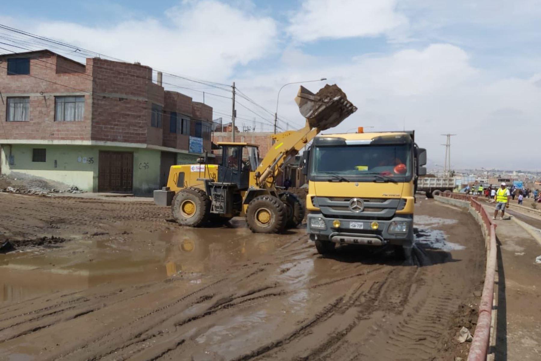 MTC continúa con trabajos en zonas afectadas por huaico en Tacna. Foto: MTC PERU