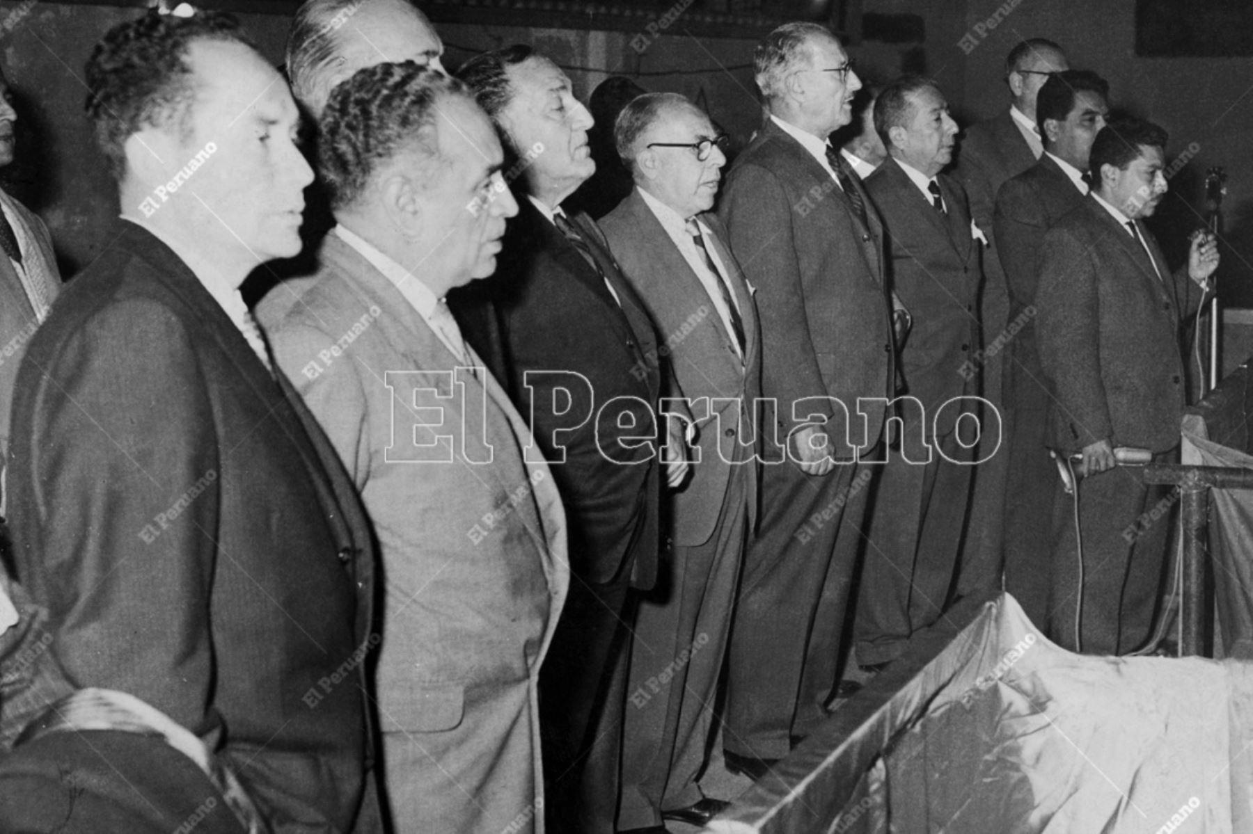 Lima - 4  julio 1962 / Víctor Raúl Haya de la Torre junto a Ramiro Prialé y Luis Alberto Sánchez y  los principales dirigentes del Partido Aprista Peruano en una convención extraordinaria en la Casa del Pueblo. Foto: Archivo Histórico de El Peruano