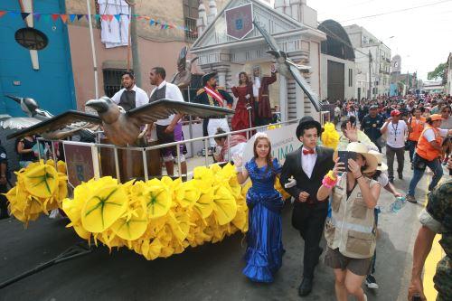 Tradicional Carnaval de los años 60  de Lima en el Centro Histórico