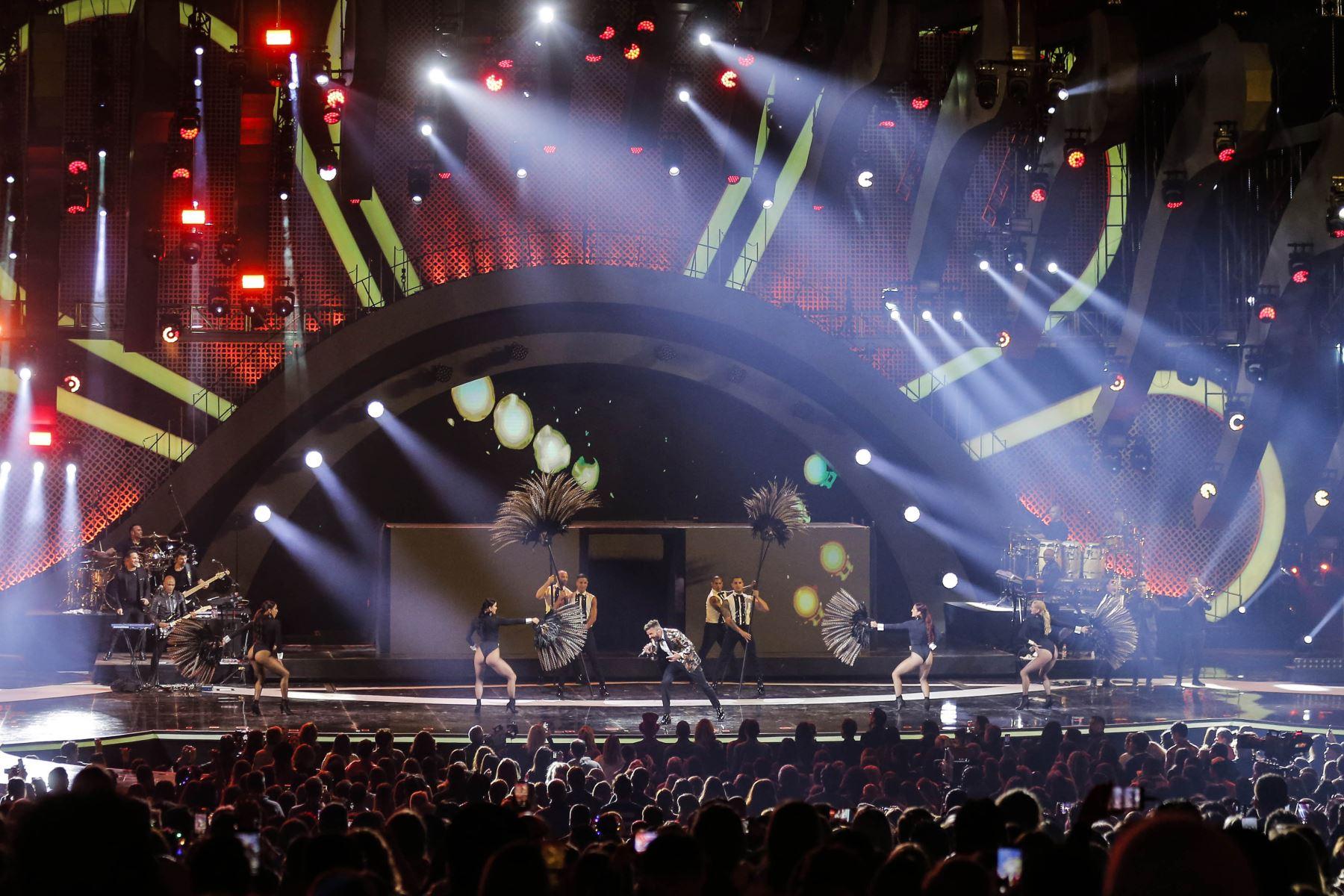 El cantante puertorriqueño Ricky Martin actúa durante la 61a edición del Festival Internacional de la Canción de Viña del Mar en el Festival de Música de Viña del Marl Mar. AFP