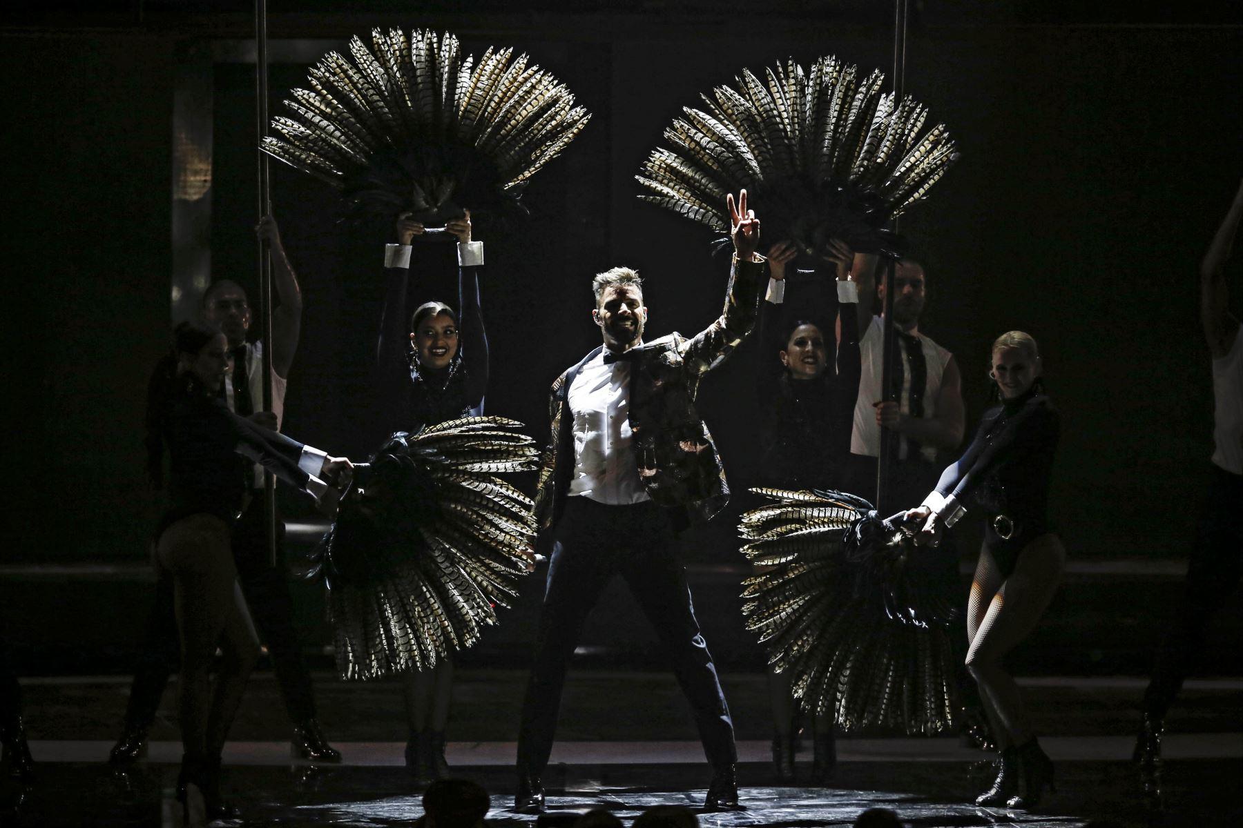 El cantante puertorriqueño Ricky Martin se presenta en el 61 Festival Internacional de la Canción de Viña del Mar en medio de protestas contra el gobierno de Sebastian Piñera. AFP