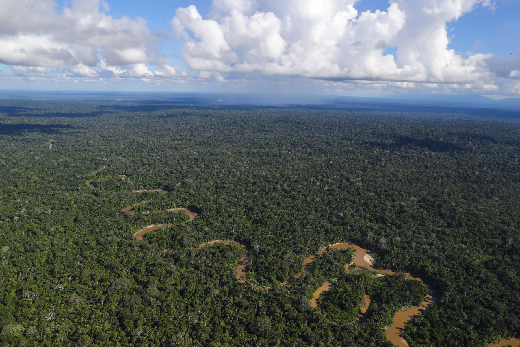 Fotografía panorámica desde un viaje en helicóptero del Río Amazonas Foto: ANDINA/Andrés Valle