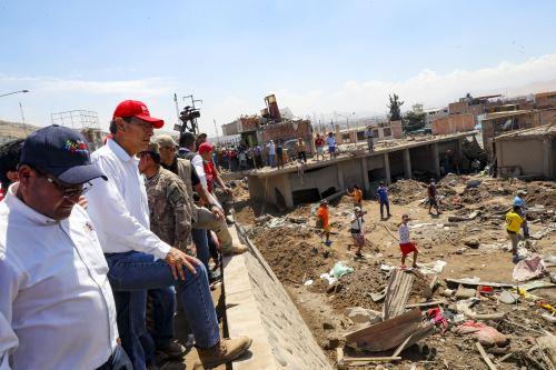 Presidente Martín Vizcarra realiza sobrevuelo de supervisión en la Quebrada del Diablo (Tacna)