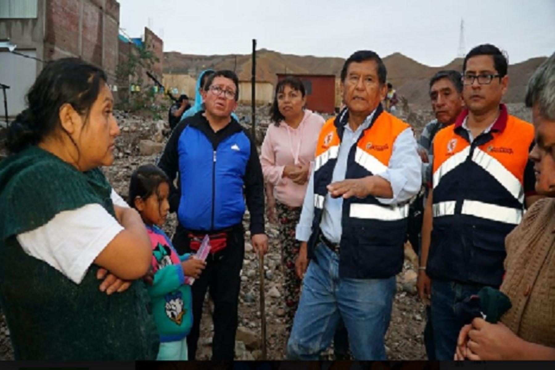 Al menos 105 familias afectadas y 10 familias damnificadas en el cercado de Moquegua, sector Villa Hospitalaria y El Pedregal, por el desborde del río Moquegua; así como alrededor de 500 familias afectadas en el distrito de Samegua por el ingreso de un huaico debido a la activación de quebradas, es el reporte preliminar de la Plataforma Regional de Defensa Civil.