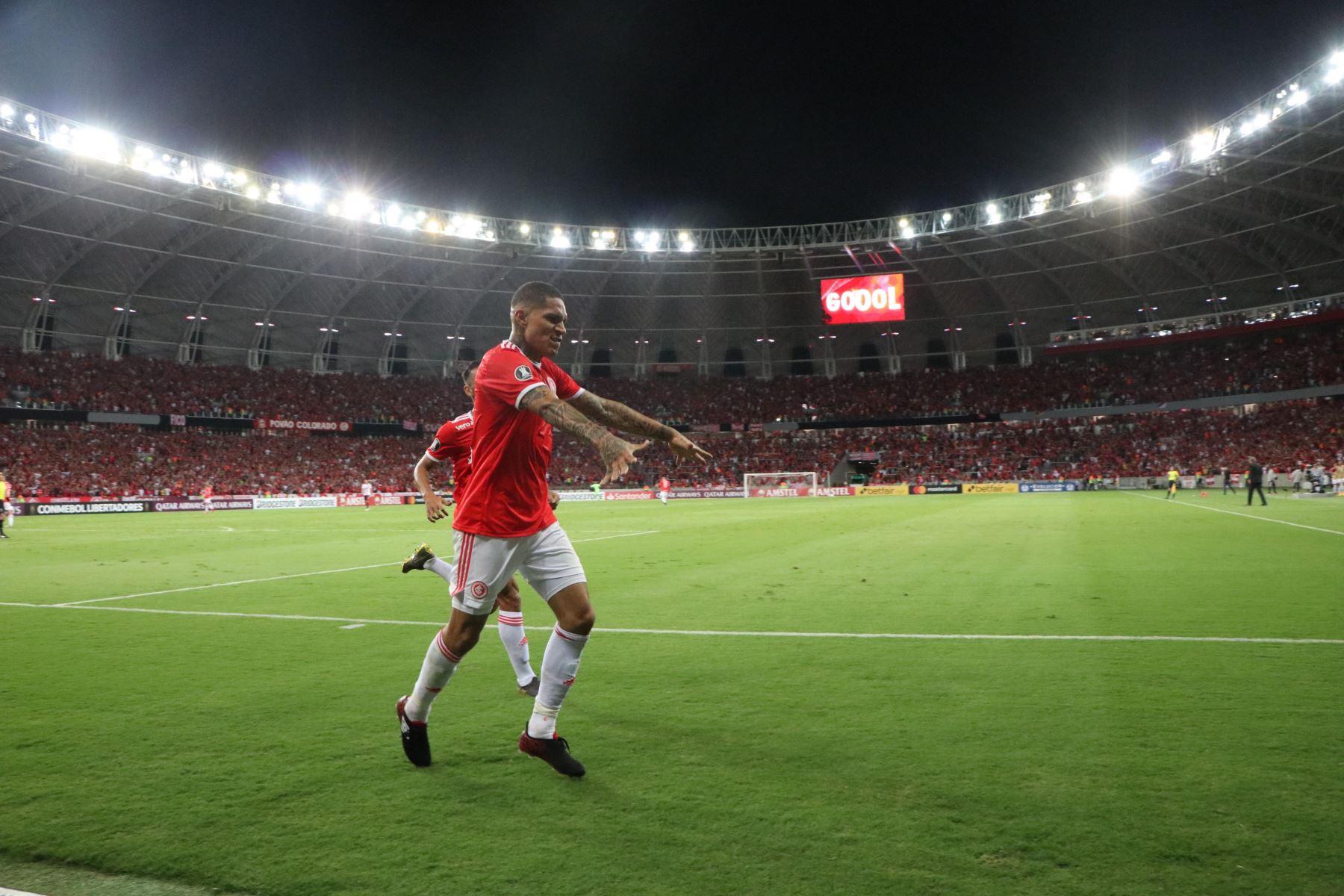 Paolo Guerrero fue decisivo  en el avance del Internacional en la Copa Libertadores