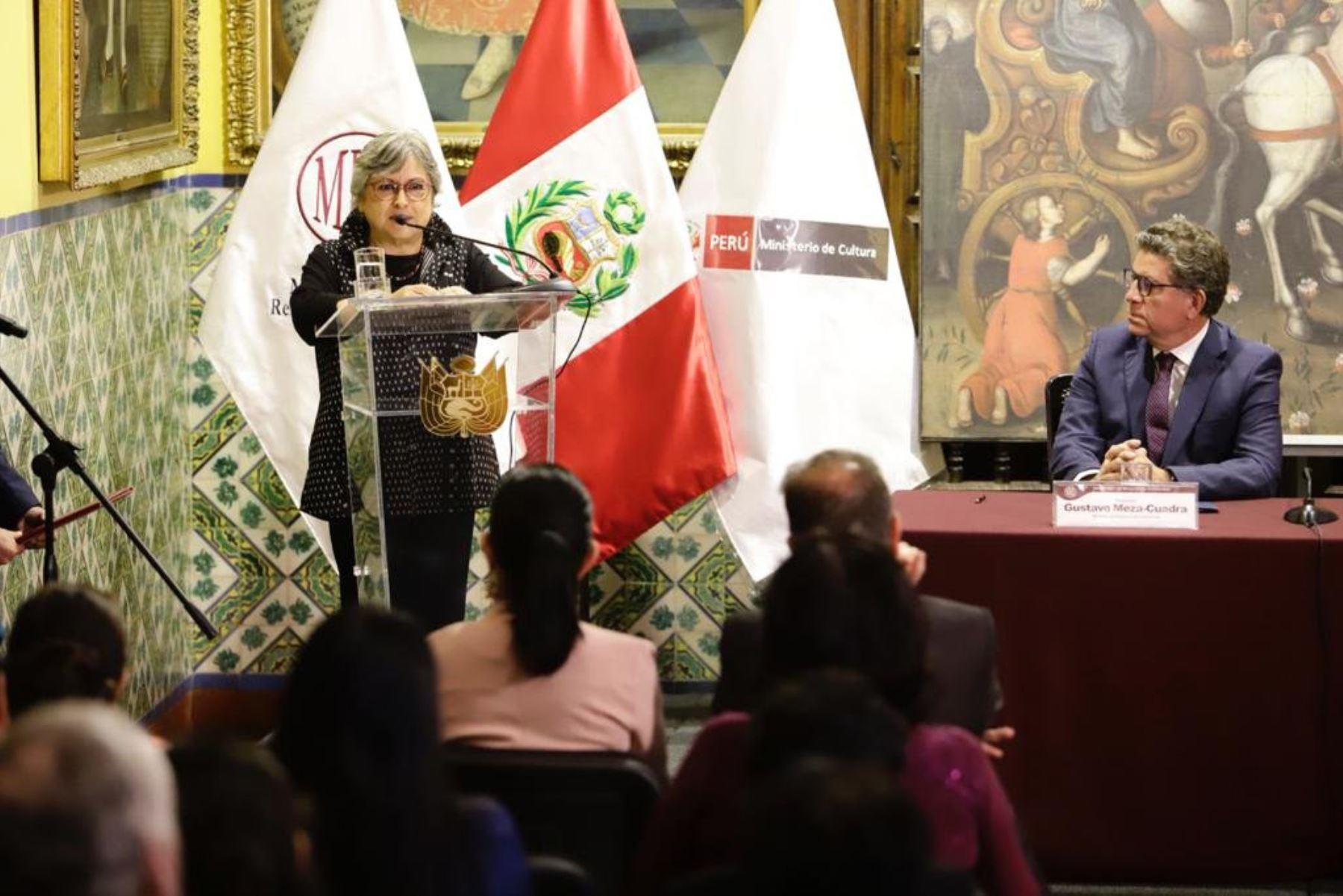 Ministra de Cultura, Sonia Guillén recibe 21 bienes culturales recuperados que constituyen parte del Patrimonio Cultural  a través de la Cancilleria del Perú Los  bienes fueron repatriados de Argentina, Brasil, Ecuador y Canadá. Foto: Mincul