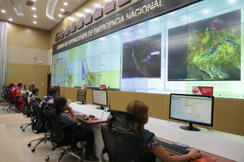 Presidente del Consejo de Ministros supervisa el monitoreo que hace INDECI  sobre las emergencias
