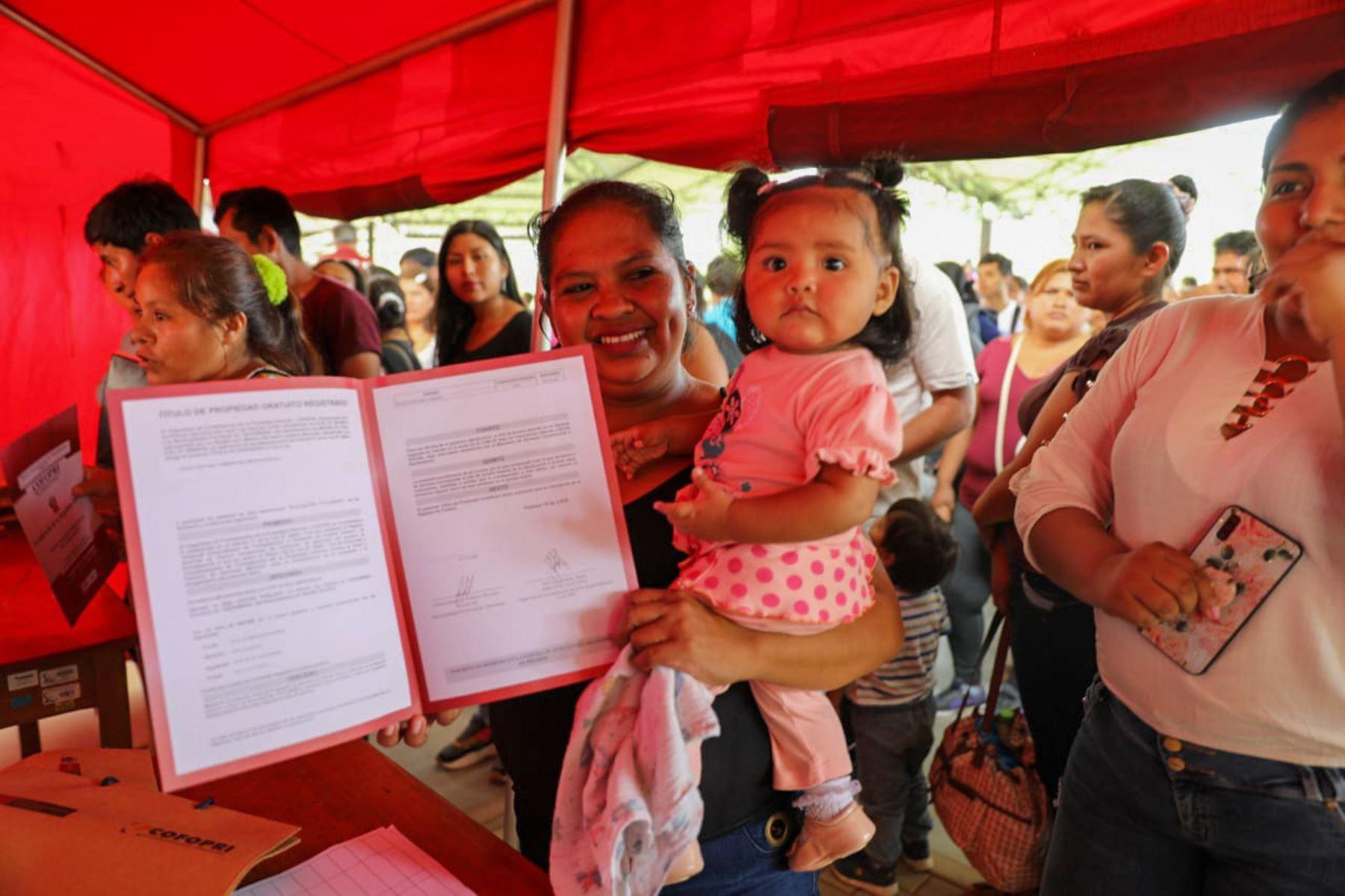 Madre de Dios: 1,562 familias recibieron sus títulos de propiedad