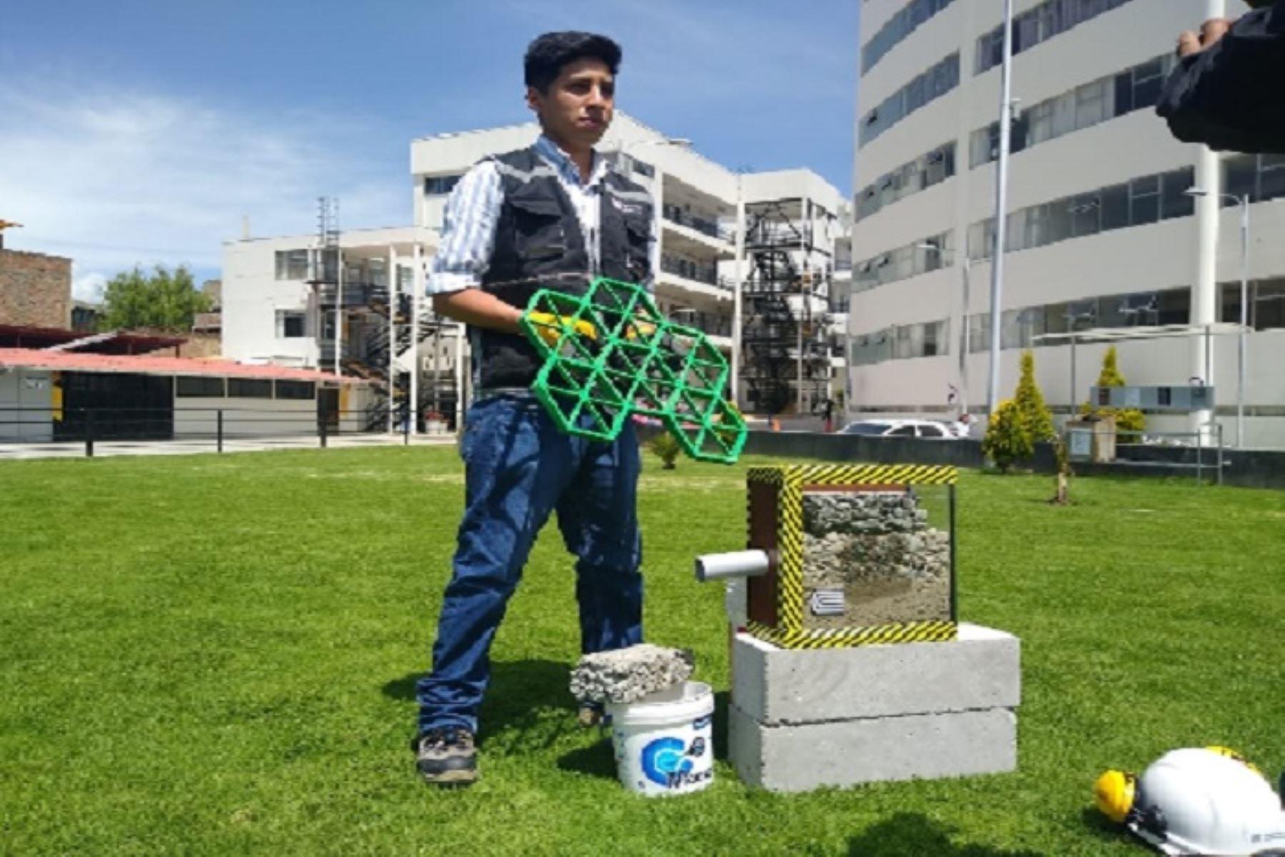 Miguel Núñez, estudiante de Ingeniería Civil de la Universidad Continental de Huancayo, en la región Junín, diseñó un sistema de drenaje ecológico que es una ingeniosa alternativa para evitar las inundaciones en ciudades donde se registran lluvias intensas.