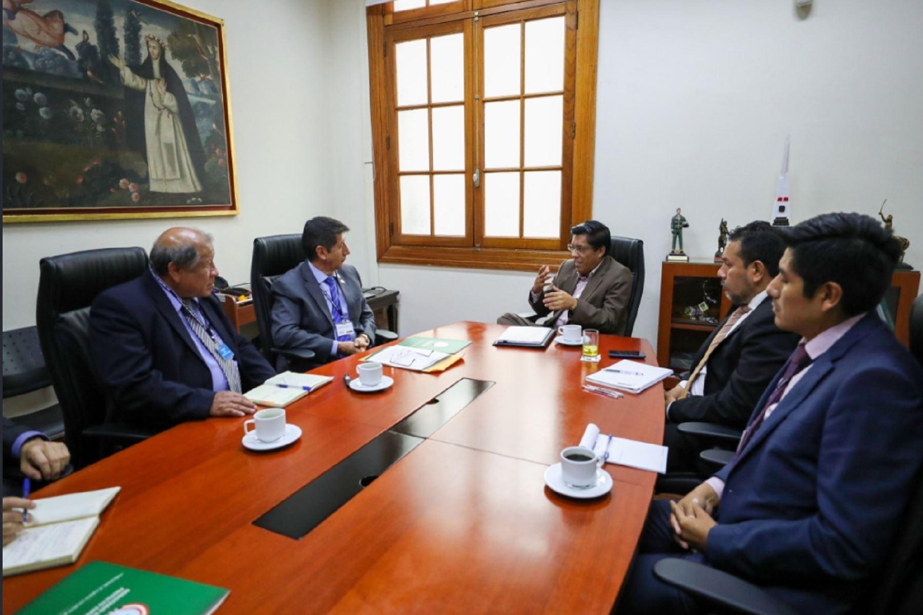 Vicente Zeballos se reúne con director de Corah para fortalecer política antidrogas