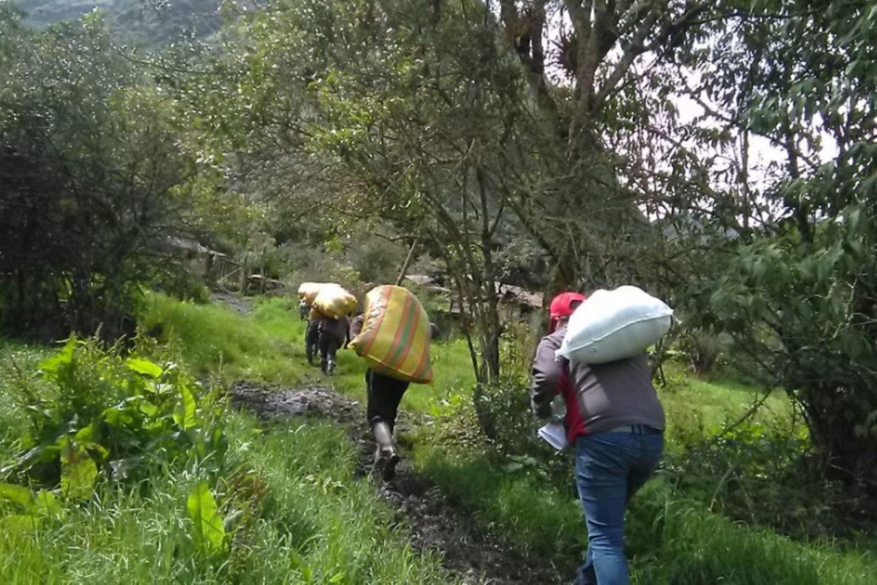 Cusco: ayuda humanitaria llega por vía terrestre al distrito de Santa Teresa afectado por aluvión. Foto: Mincetur.