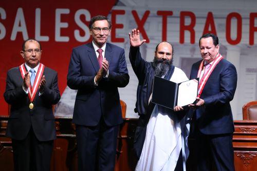 El presidente de la República, Martín Vizcarra, asiste a la ceremonia de entrega de las credenciales a los 130 parlamentarios
