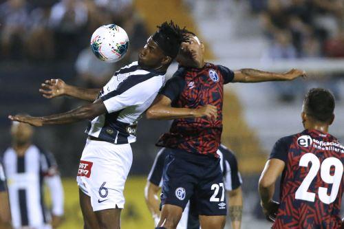 Alianza Lima vence 1 a 0 al Deportivo Municipal