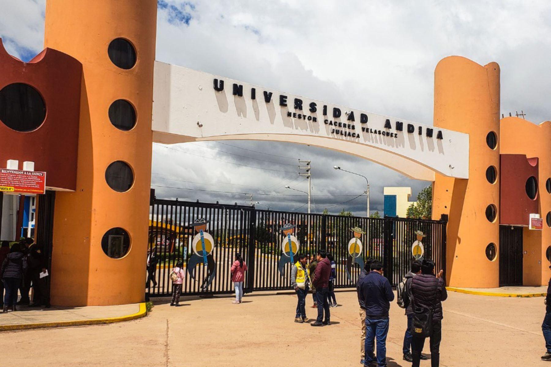 La Universidad Andina Néstor Cáceres Velásquez, con sedes en Puno y Arequipa, fue creada el 28 de diciembre de 1983.