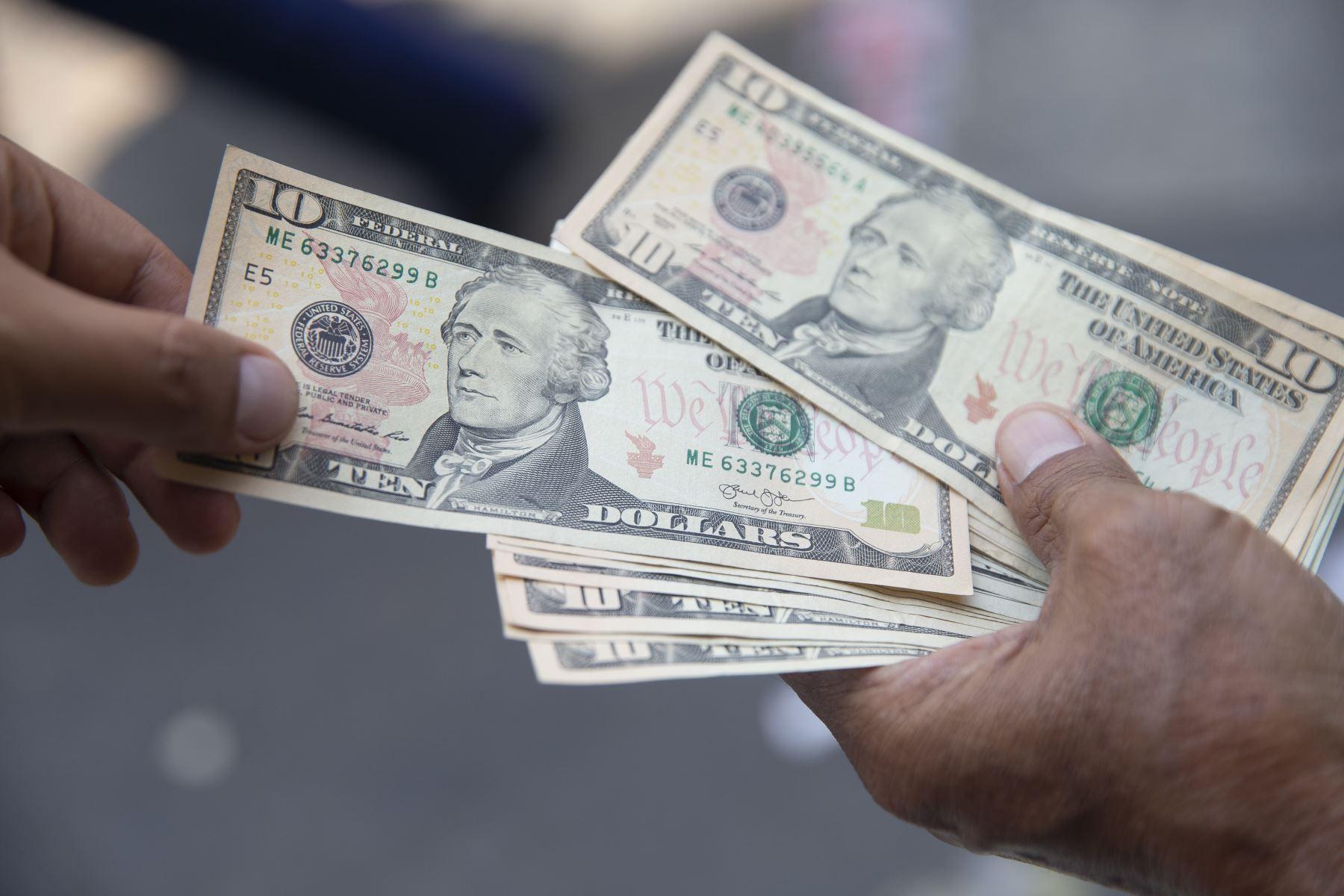 Compra y venta de dólares: ¿Qué hacer cuando la coyuntura golpea su precio?