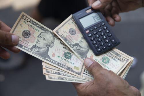 Dólares. Foto: ANDINA/Jhonel Rodríguez Robles