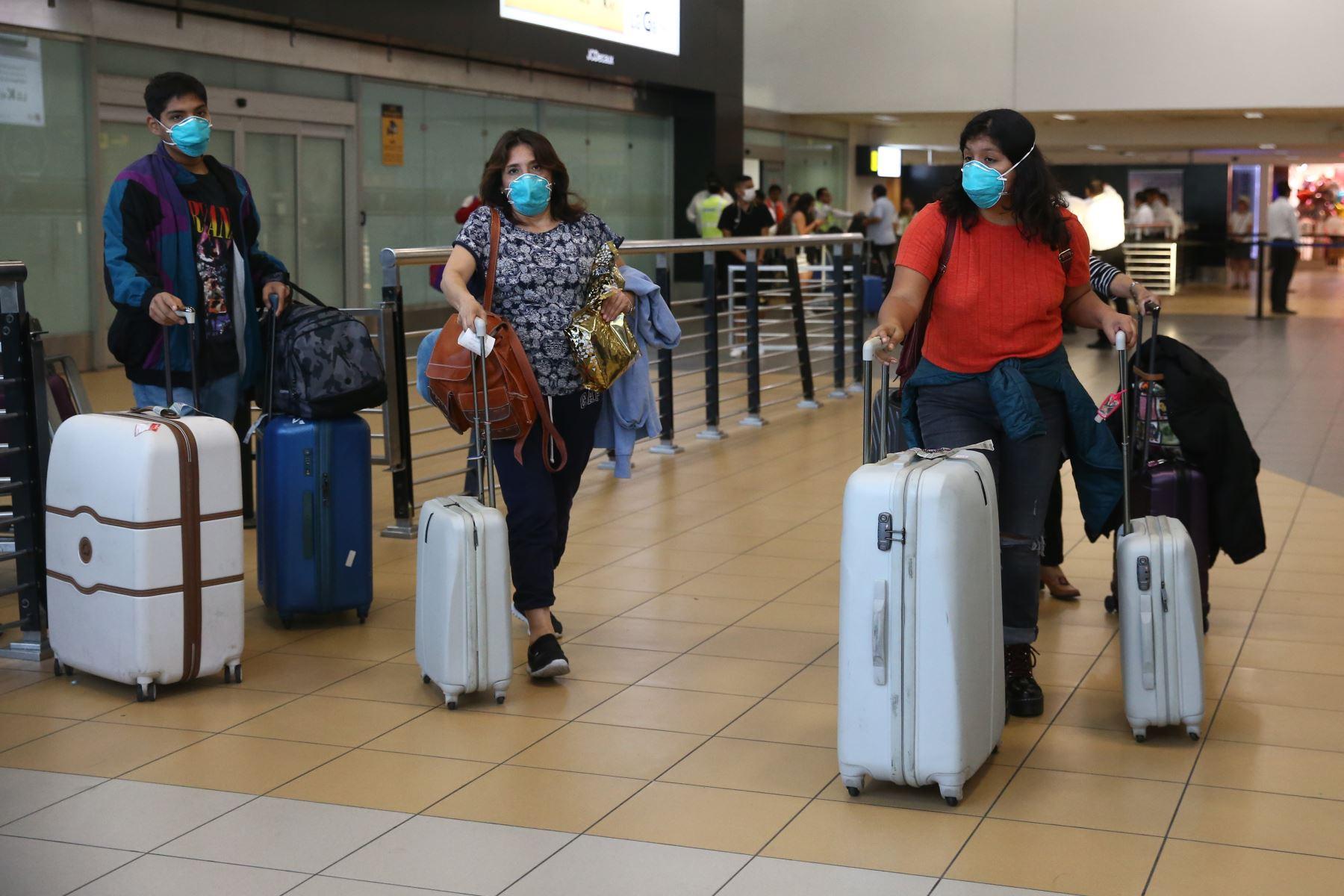 Los viajeros que lleguen al país de España, Italia, Francia y China deberán guardar una cuarentena domiciliaria por 14 días. Foto: ANDINA/Vidal Tarqui