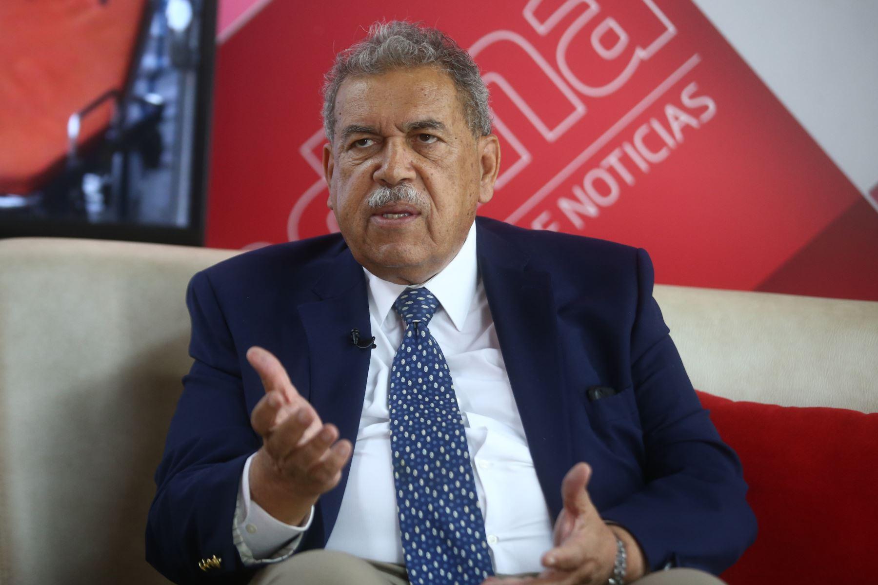 Eduardo Gotuzzo, médico infectólogo. ANDINA/Vidal Tarqui