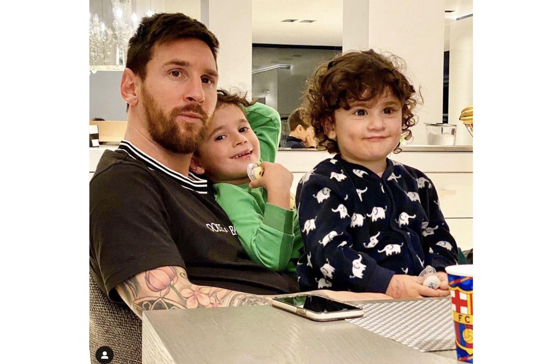 El futbolista Lionel Messi, disfruta de la compañía de su familia en casa. Foto:Instagram Messi