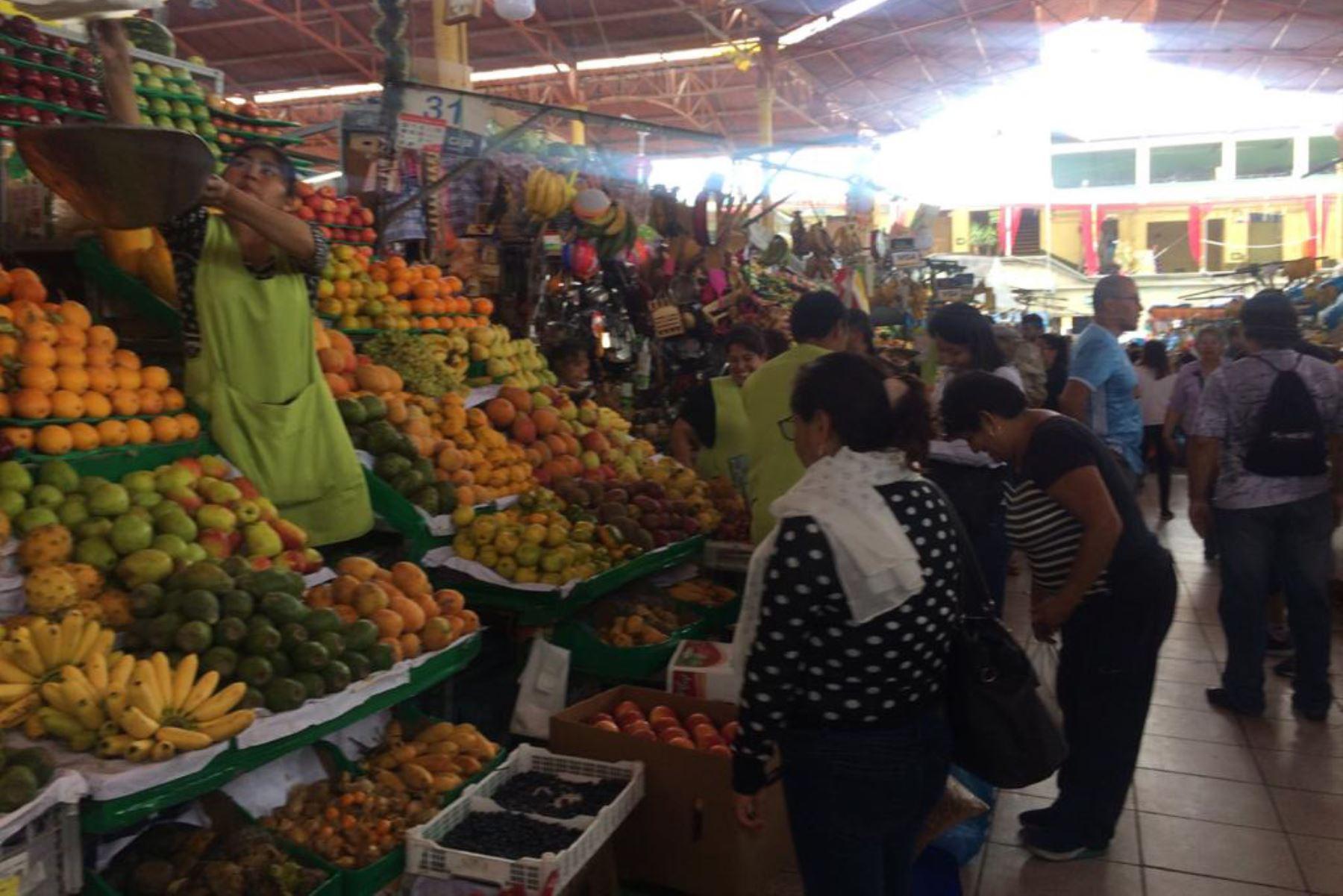 Hay mayor oferta en papa, camote, limón y frutas al alcance de ...