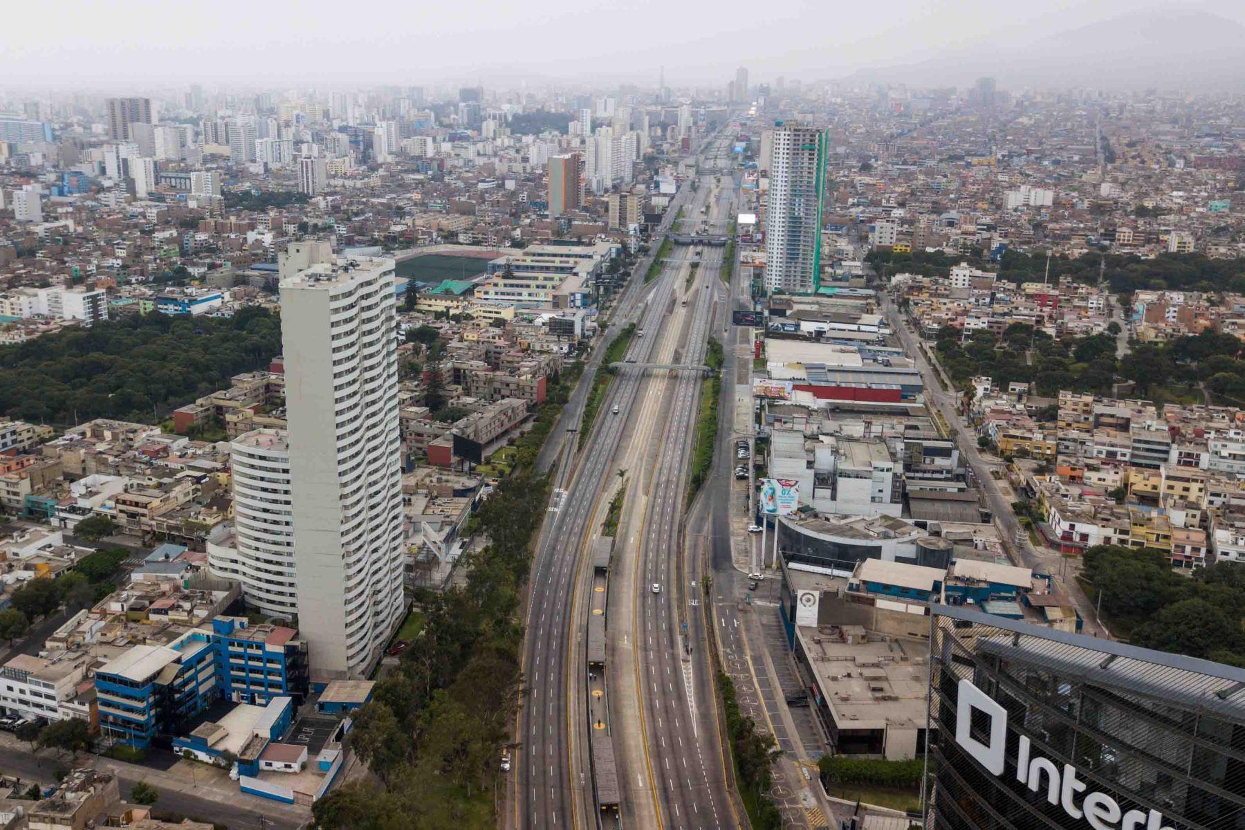 Así lucen algunas zonas de Limas en segundo día de emergencia sanitaria.Foto: ANDINA/Carlos Lezama