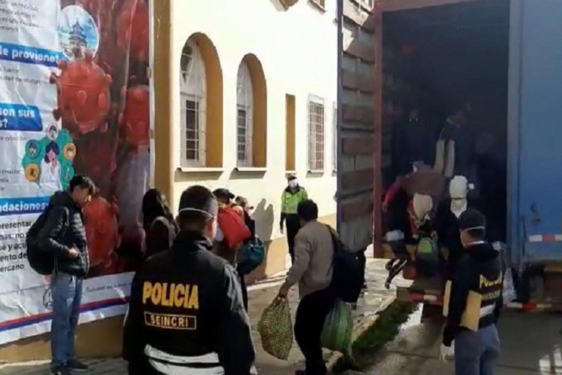 El conductor del vehículo marca Hino de placa AFD-842, quien fue identificado como Orlando Javier Lapa Medina (53)