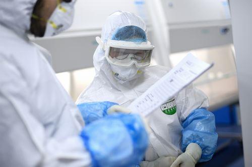 Científicos de todo el mundo buscan respuestas a las preguntas que despierta el covid-19.  Foto: AFP.