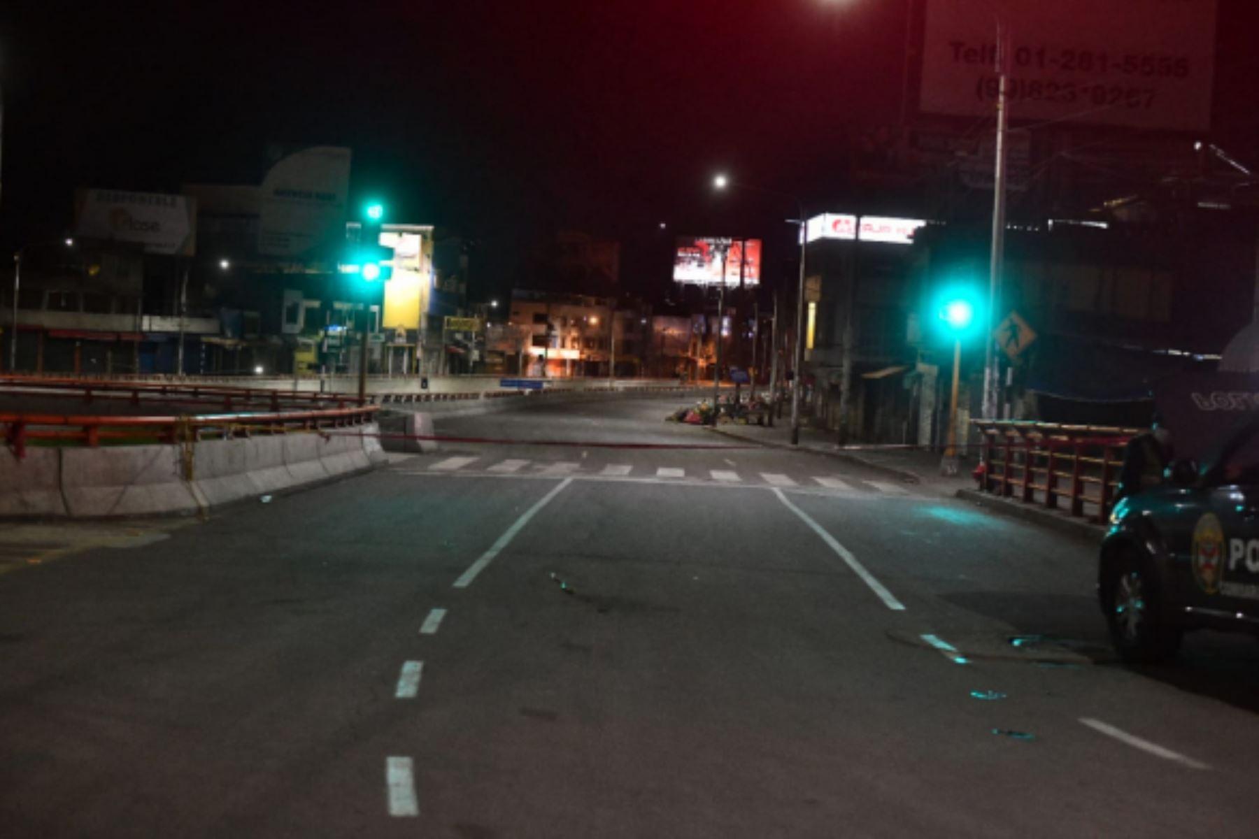 Pobladores de Arequipa acatan la Inmovilización social obligatoria desde las 20:00 hasta las 05:00 horas, en  Arequipa. Foto :Cortesía /Diego Ramos