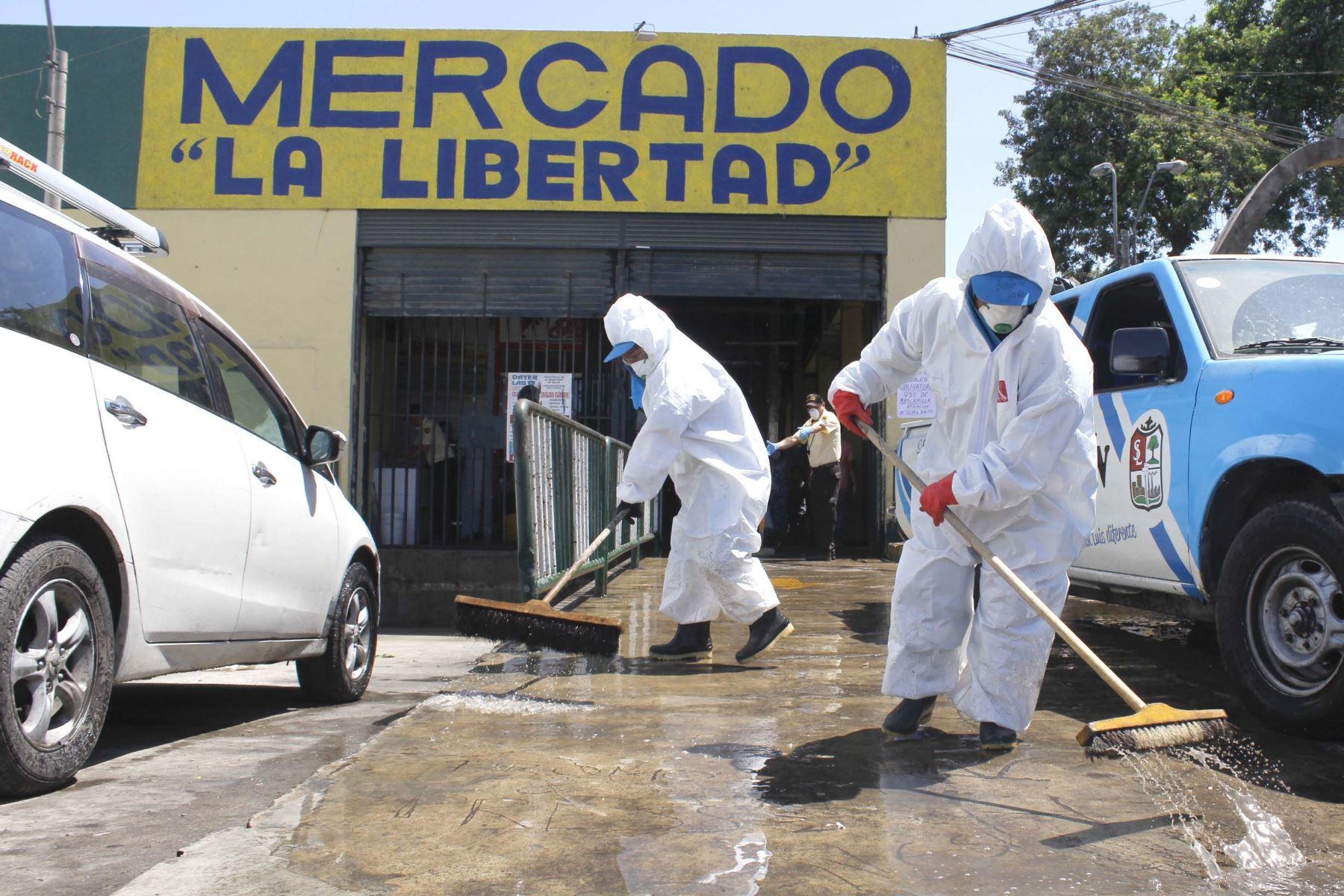 Después de controlada la pandemia de coronavirus en el Perú, es necesario sacar lecciones aprendidas de limpieza e higiene en lugares públicos como los mercados. ANDINA/Difusión