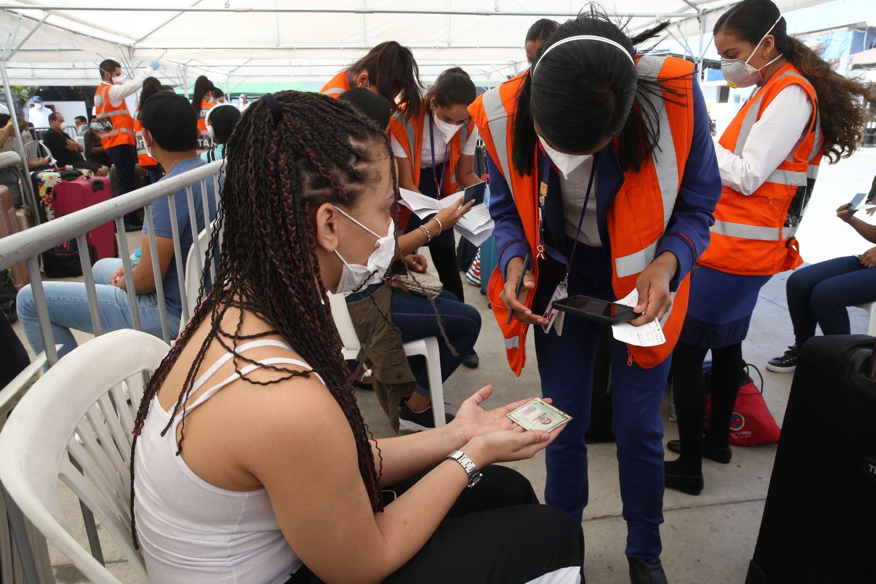 Ciudadanos brasileños retornan a su país. Foto: ANDINA/Vidal Tarqui