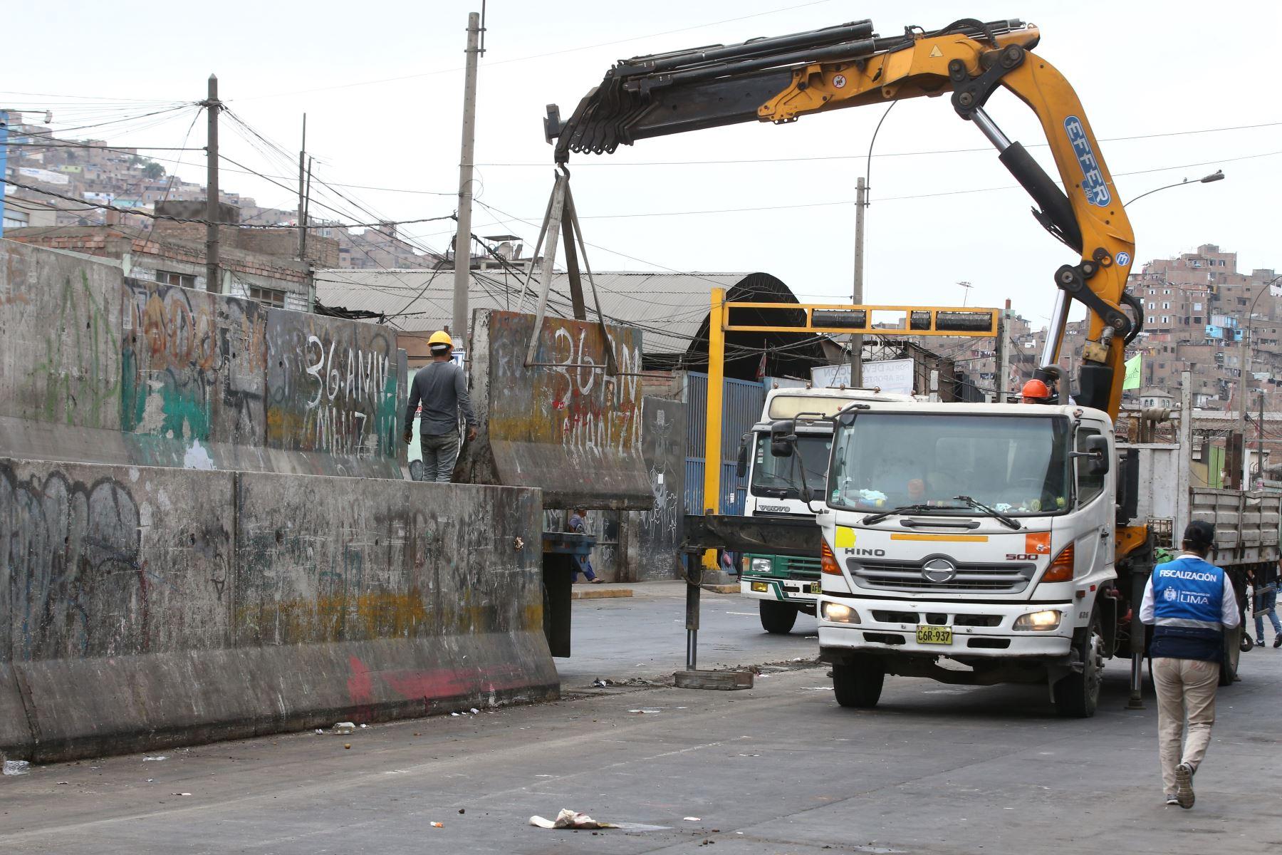 Municipalidad de la Victoria y la PNP realizan Desalojo en la Av. Necolas Ayllon. Foto: ANDINA/Vidal Tarqui