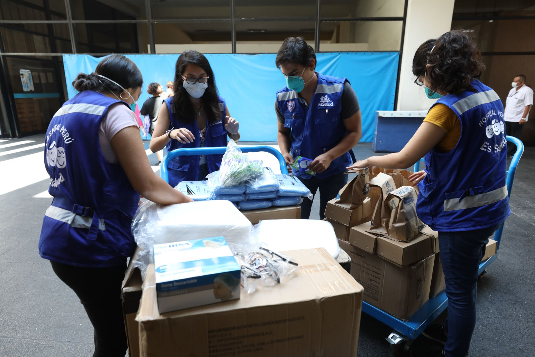 EsSalud recibe donación de materiales sanitarios por parte de la UCV.Foto:ANDINA/Essalud