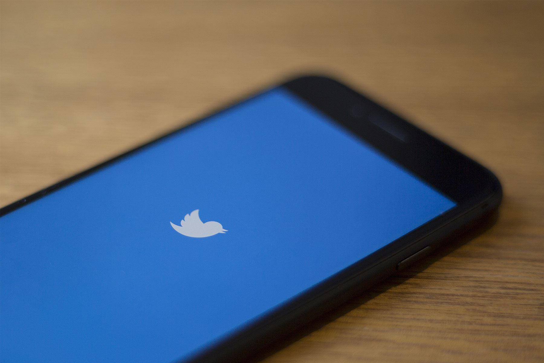 Twitter se ha convertido en una red social con gran flujo de información y debate sobre el coronavirus entre los tuiteros peruanos. Foto: AFP.