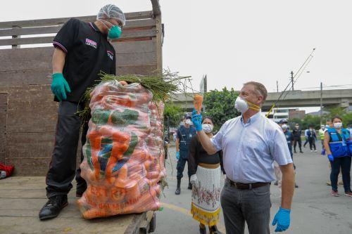 El alcalde de Lima supervisó la implementación del primer punto de abastecimiento de alimentos descentralizado en San Juan de Lurigancho