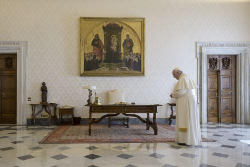 Covid-19: papa Francisco reza por la humanidad en el Vaticano