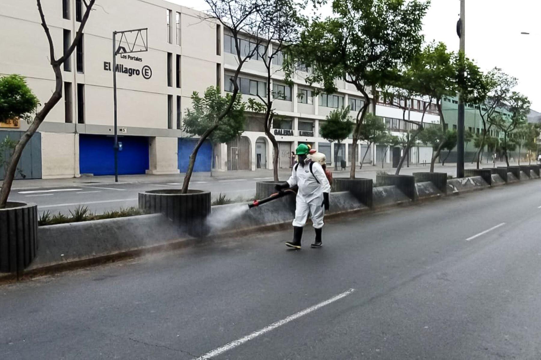 Municipalidad de Lima realiza limpieza y desinfección en la Avenida Abancay. Foto: Municipalidad de Lima