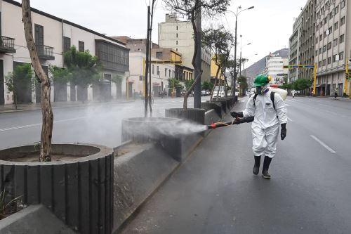 Covid-19: Municipalidad Metropolitana de Lima realiza limpieza y desinfección en la avenida Abancay