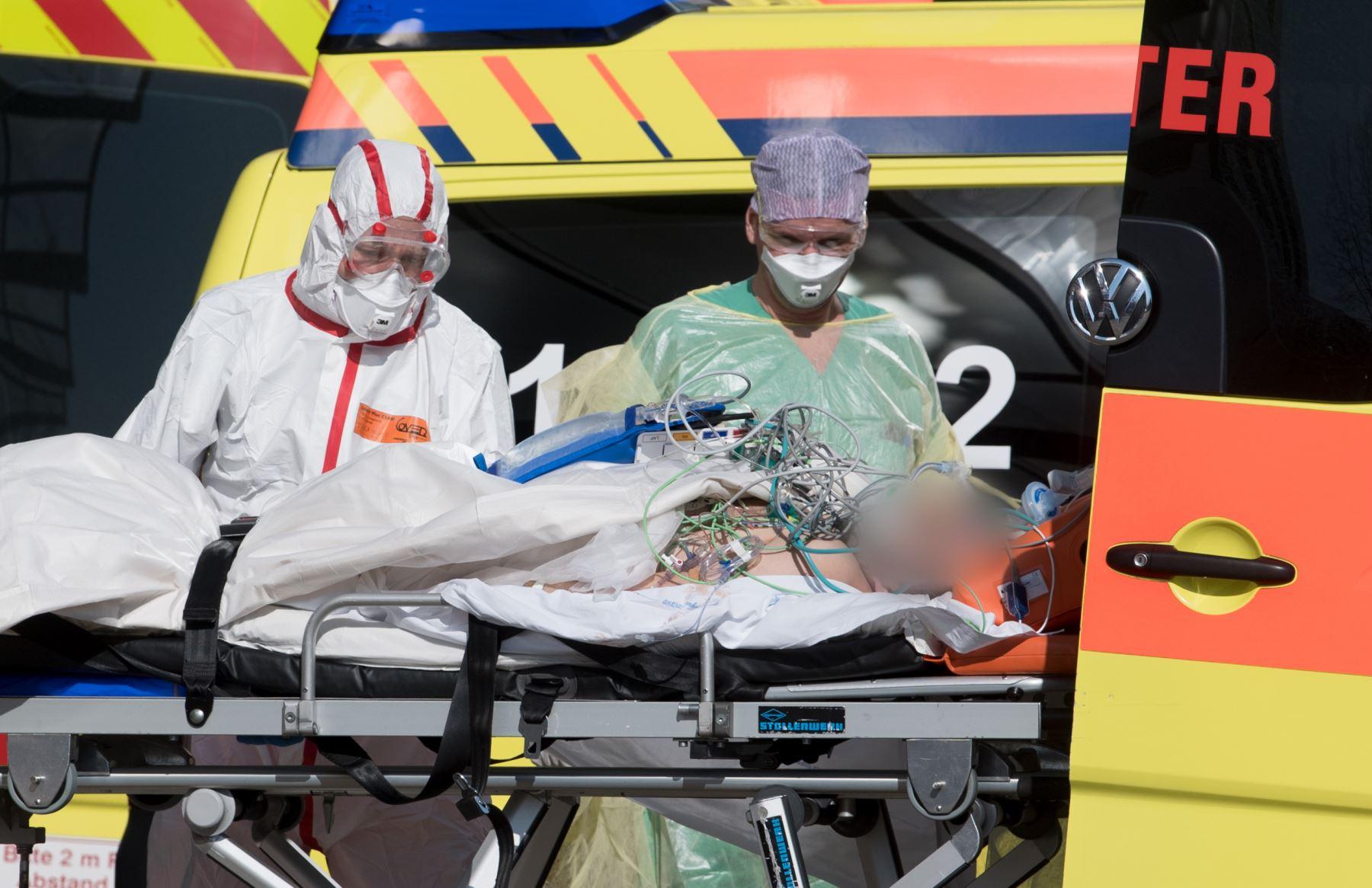 Las enferemeras Daniela Trezzi de 34 años y Silvia Luchetta de 49 años, acabaron con su vida luego de saberse contagiadas por el coronavirus. Foto: AFP