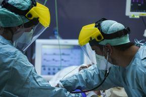 El nuevo coronavirus ha matado a cerca de 25,000 personas en el mundo. Foto: AFP